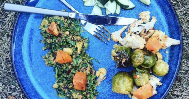 Ristet blomkål med quinoa, grønkål, karry og søde kartofler