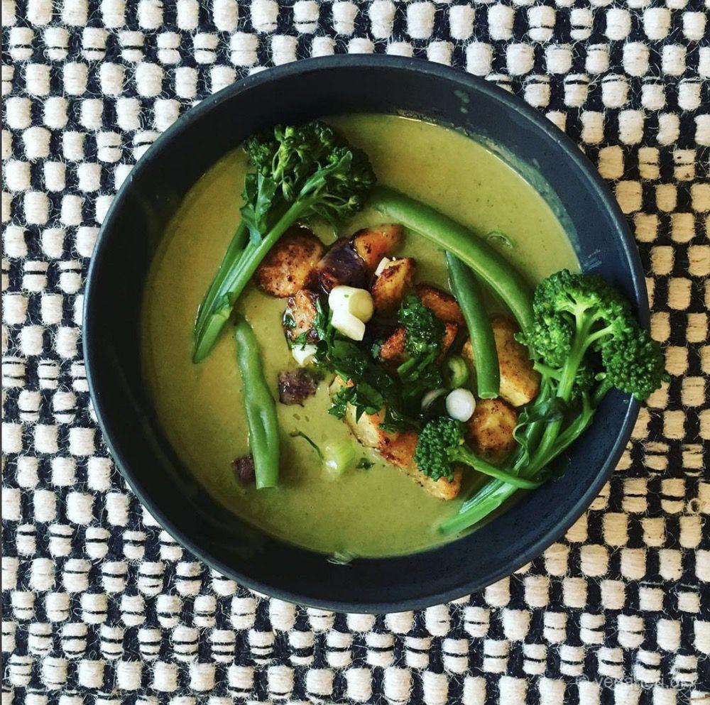 Grøn Vegansk Suppe med Lækre Grøntsager